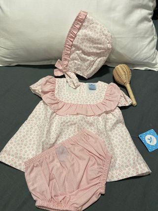 Conjunto con capota rosa empolvado y blanco