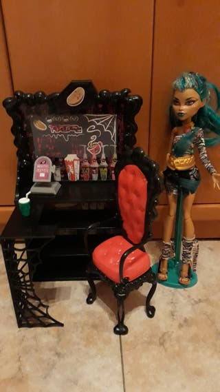 MUÑECA MONSTER HIGH Y ACCESORIOS