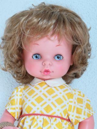 Muñeca Chelito de famosa.