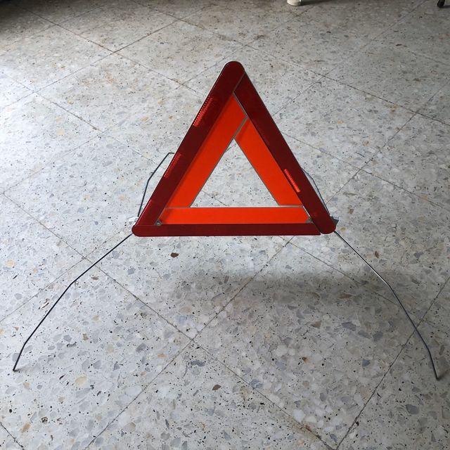 Triángulo de señalización para coche
