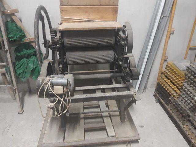 Máquina antigua de moler uva