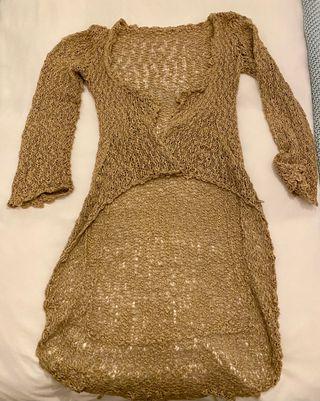 Abrigo de hilo al crochet color beige