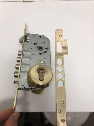 Cerradura bombin puerta entrada