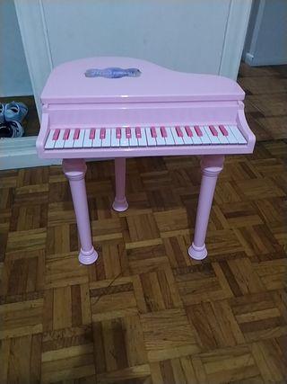 piano de cola rosa