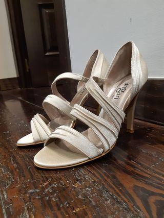 Zapato tacón color champagne ( dorado)