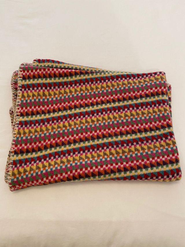 Preciosa manta de colores para cuna