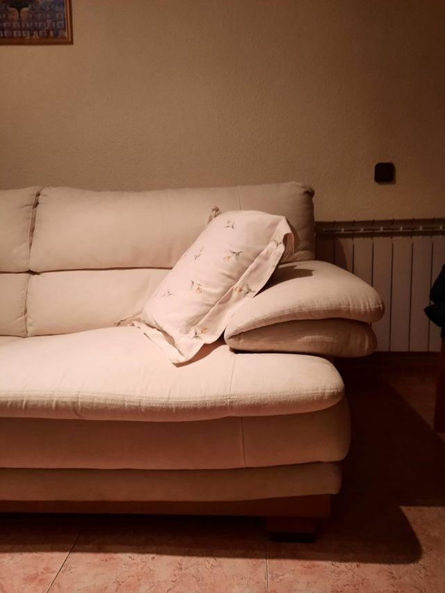 Sofá tres plazas, muy cómodo. 2,20x1x0,92