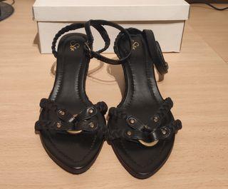 Sandalias negras con cuña