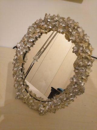 Espejo joya marco de plata ornamentada