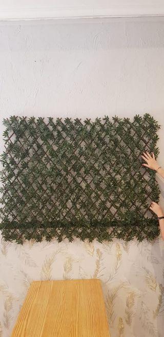 Cerco de plantas artificiales.