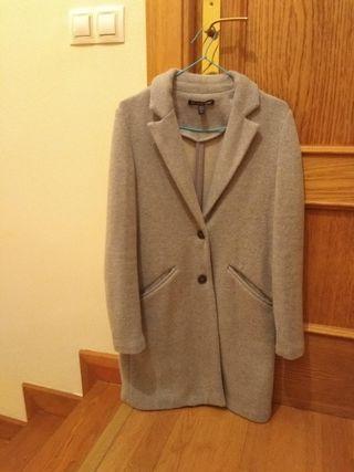 Abrigo gris entallado