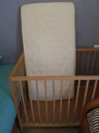 cuna para bebé con colchón y su funda