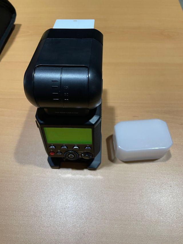 Fujifilm EF-X500 y Fujifilm EF-BP1
