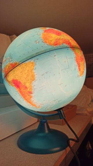 bola del mundo con iluminación
