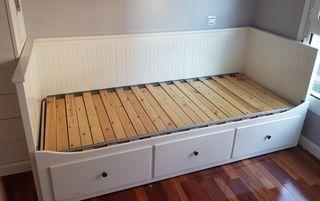 Diván Ikea madera blanco