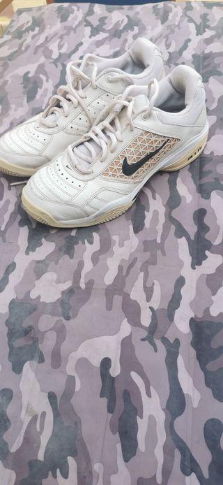Zapatos de tenis.