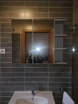 Armario de baño, con 2 puertas y espejos.