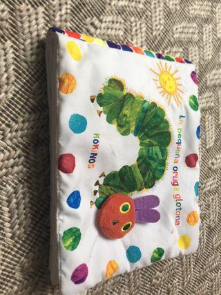 La pequeña oruga glotona -libro peluche para abraz