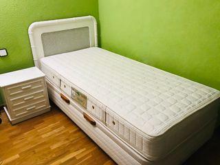 Conjunto cama arcón, colchón, mesilla y cabecero