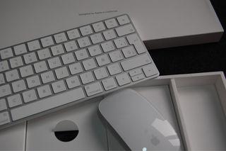Magic Mouse 2 y Magic Keyboard 2