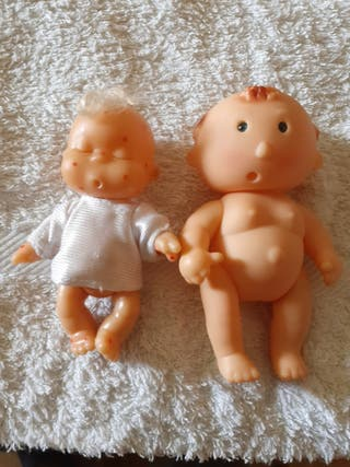 muñecas.
