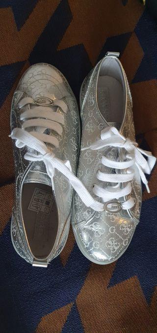 zapatillas marca GUESS