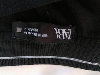 Pantalón negro con cintura trasera elástica
