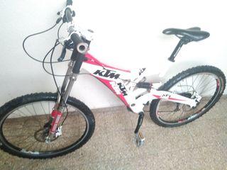 bicicleta KTM montaña doble suspensión