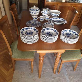 sofá,mesa y sillas