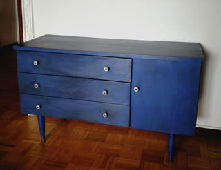 Cómoda antigua azul restaurada