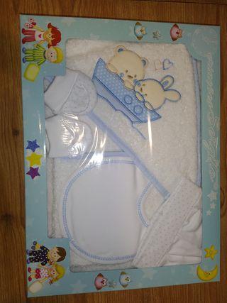 Se vende por cierre de mercería caja regalo bebé