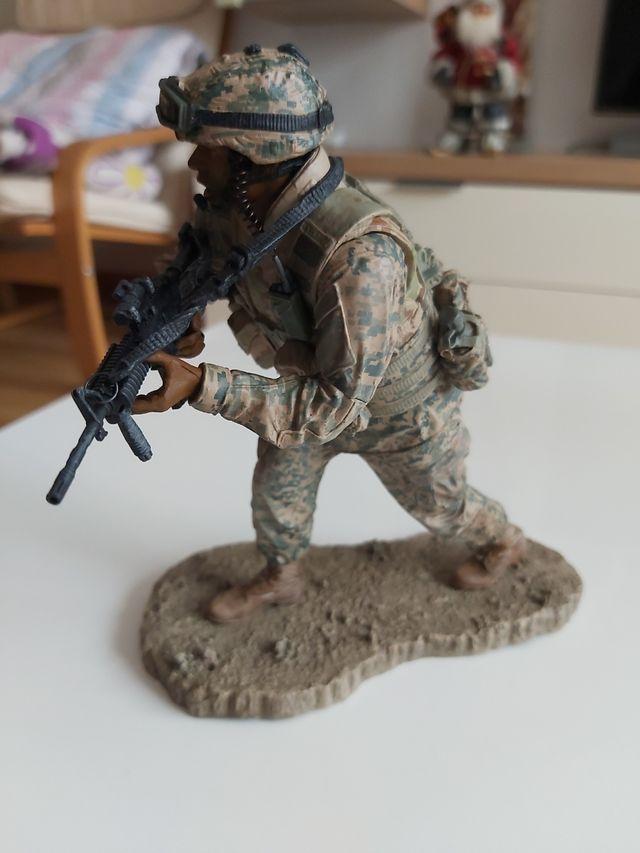 figura militar MC farlane serie 3