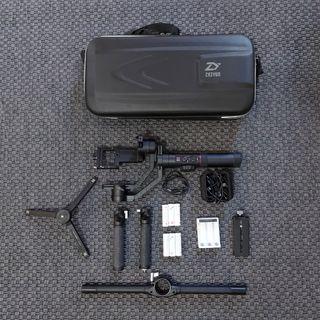 Zhiyun Crane 2 + Soporte manos dual + bateria extr