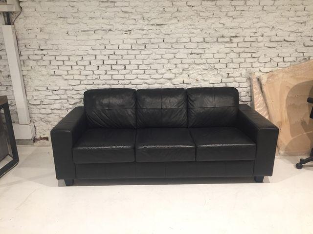Sofa ikea skogaby 3 plazas en simil piel negra