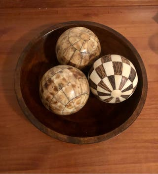 Cuenco Madera con bolas.