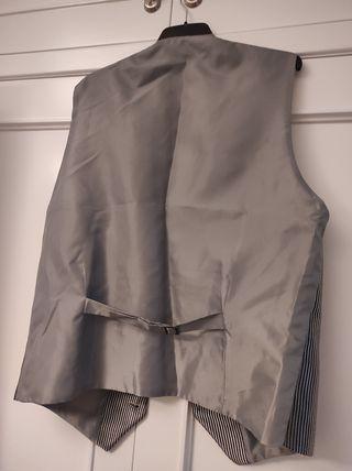 traje y chaleco