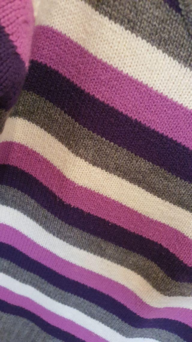Suéter cuello V hombros descubiertos