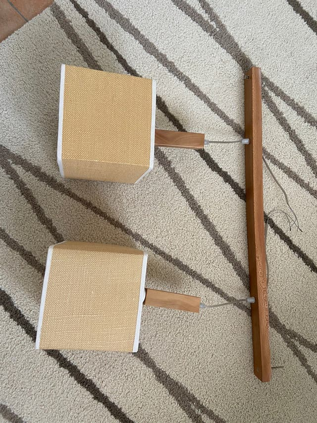 Lámpara de techo de madera con dos lamparas