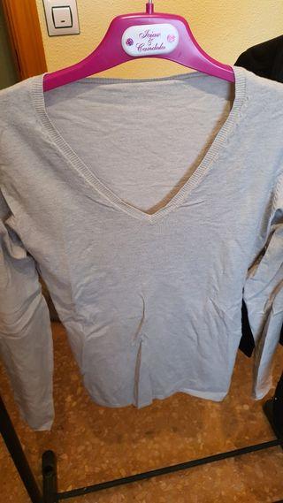 Suéter cuello V gris claro