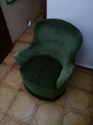 sillón antiguo de terciopelo