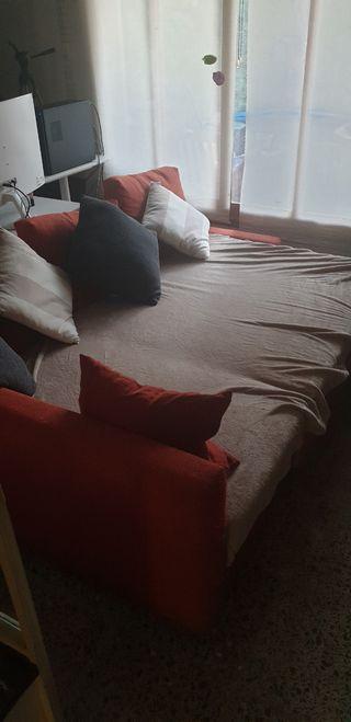 Chaise lounge, convertible en cama.
