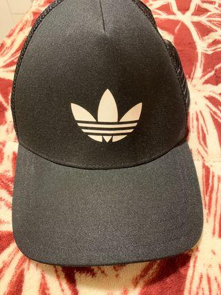 Gorra negra adidas