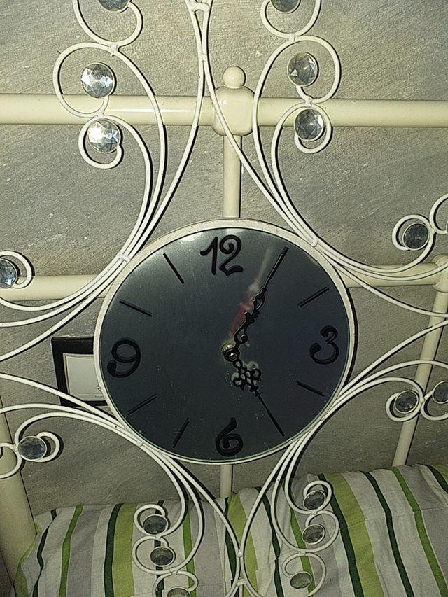 reloj de forja decorativo