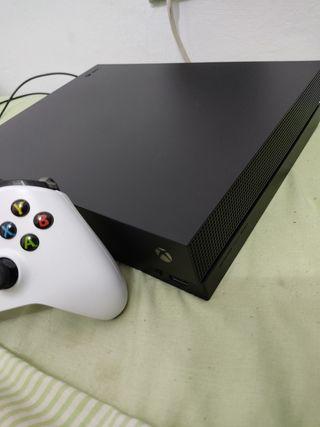 Vendo Xbox one X mando y cargador de batería 200€