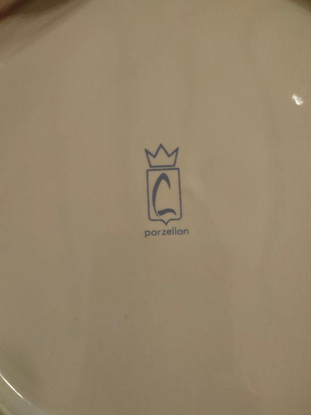 Vajilla 57 piezas marca Porzellan con ribete plata