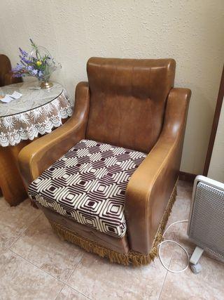 Dos sillones antiguos de piel