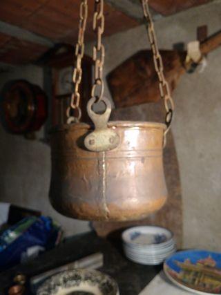 Antigua olla de cobre
