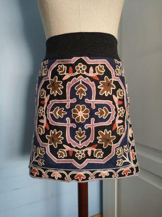 falda punto bordada Zara