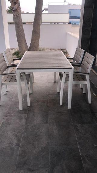 Mesa y silla de jardín