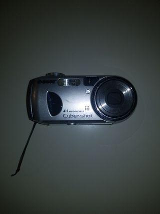 cámara digital Sony + funda